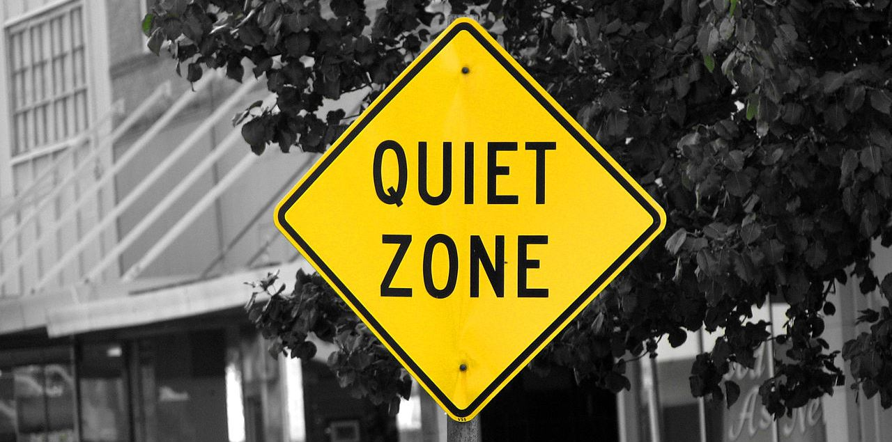 Distraction free quiet zone sign